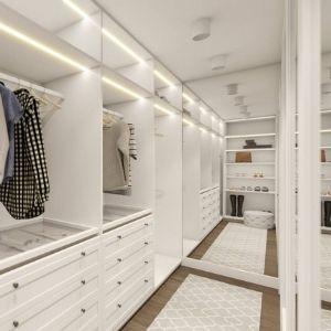 garderoba z dużym lustrem, jak wybrać szafę do garderoby, podświetlana szafa w garderobie